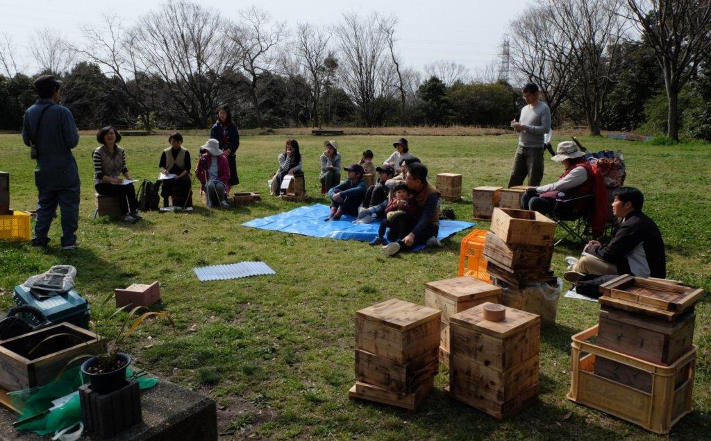ミツバチを迎える春の仕事